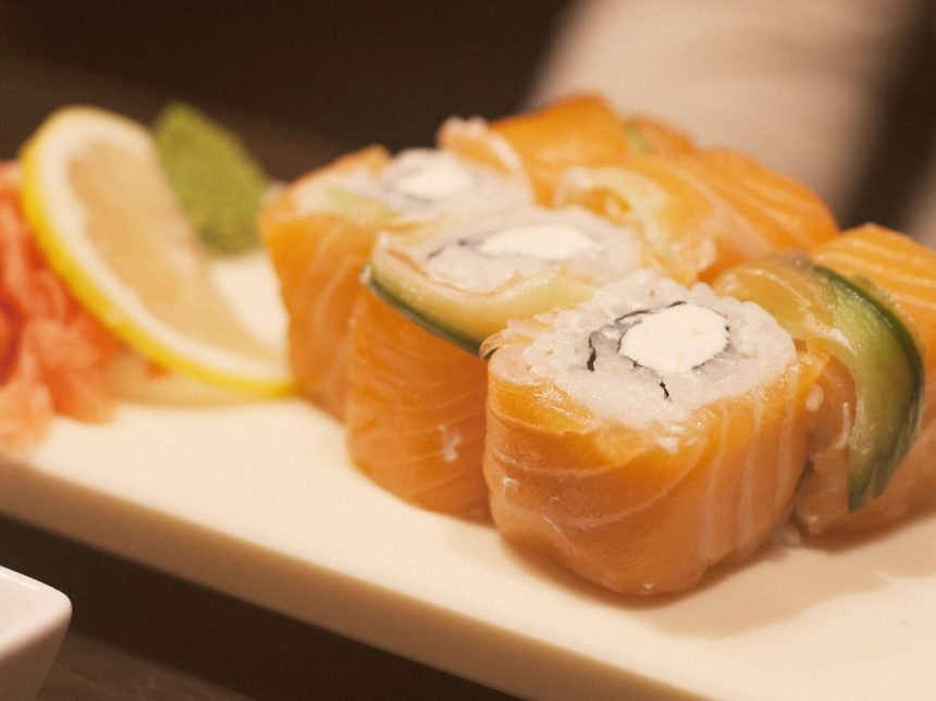 How to Make Philadelphia Sushi Rolls